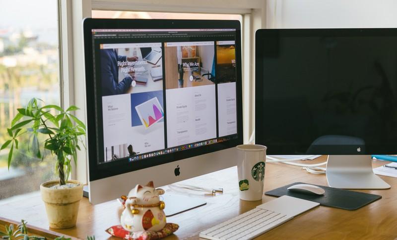 ordinateur de bureau à double écran